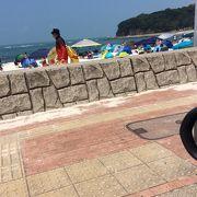 台風一過白良浜海水浴場は人で混み混みです。