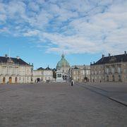 コペンハーゲンの中心的なエリアにあります。