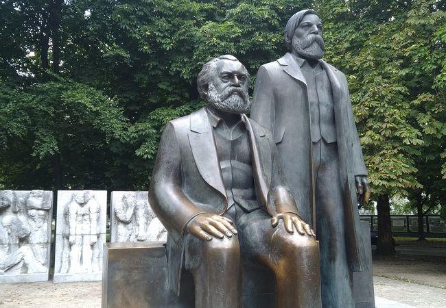 マルクス エンゲルスの像