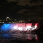 花火と滝のイルミネーションが見られると聞いて行ったが…