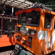 電車はオレンジ色でした