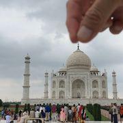 白くて雄大な大理石の世界遺産「タージ マハル」~インド アグラ~