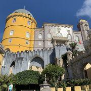 建築様式が混在した派手な宮殿