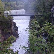 フュッセンの街はずれ、レヒ川には滝がある