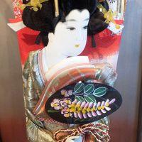 資料館展示の「江戸押絵羽子板飾り」の美人、贈り物でしょうか