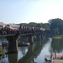 映画「戦場にかける橋」で有名になったクウェー川鉄橋を歩いてみた