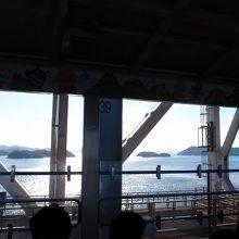トロッコから見た外の景色、瀬戸大橋の骨組みもよく見えます
