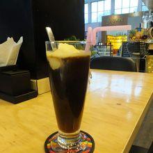 小さなカフェでバガン最後のひとときを過ごす。