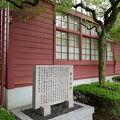 写真:旧三重県立工業学校製図室 (赤壁校舎)