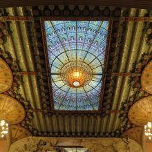 美しい天井。