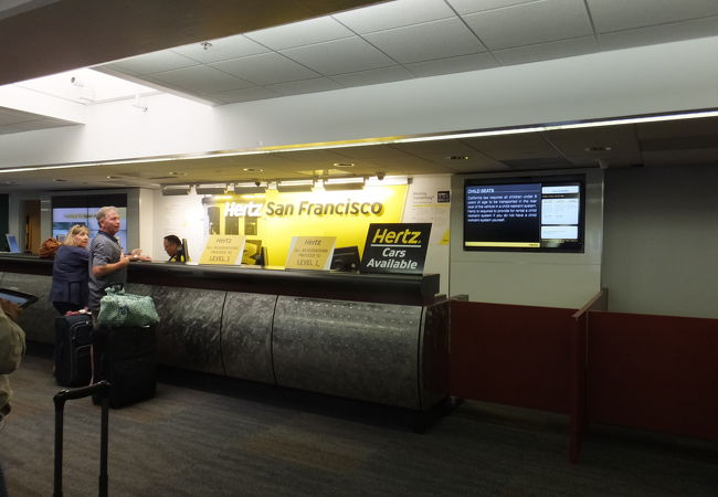 ハーツレンタカー (サンフランシスコ国際空港営業所)