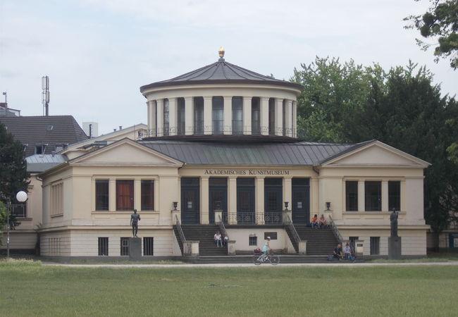 アカデミー美術館