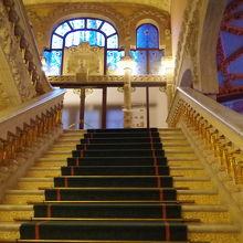 音楽堂の中の会場への階段です