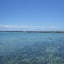 干潮時には天然プールが出来て安心してシュノーケリングできます