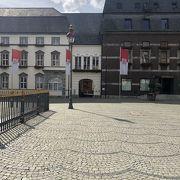 市庁舎前の広場