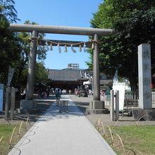 浅草寺が巨大なので、小さく見えるが、境内もそこそこ。