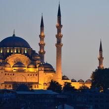 ガラタ橋から見た夕暮れのスレイマニエモスク