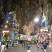 ヒンドゥー教の洞窟寺院