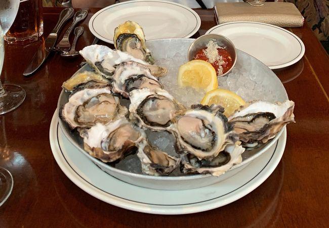 ハッピーアワーの生牡蠣が美味しいシーフードレストラン