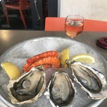 魚屋直営のレストラン