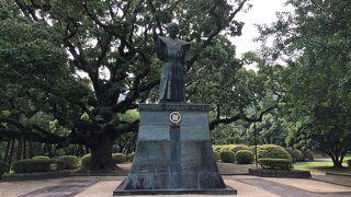 蜂須賀家政銅像