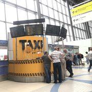 空港から市内へのアクセスに注意