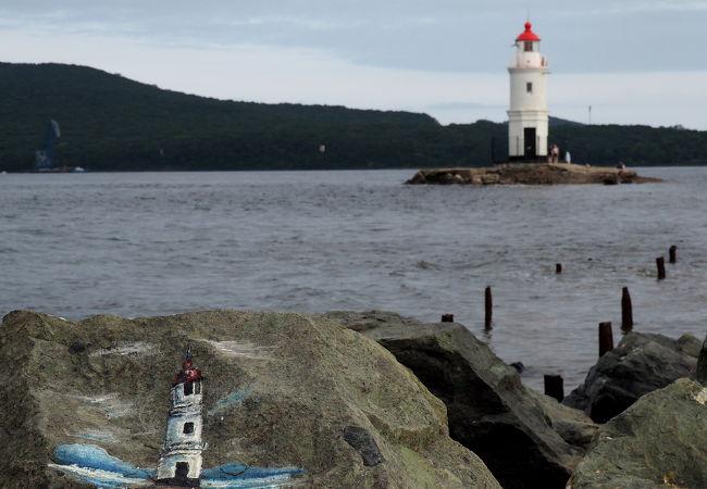 灯台へ行けるか行けないかは潮の満ち引きによる