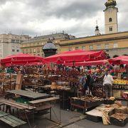 ザグレブ大聖堂近くの市場
