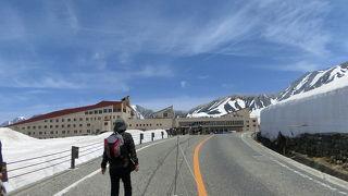 室堂ターミナルの屋上に上がって雪の大谷方面を展望しました