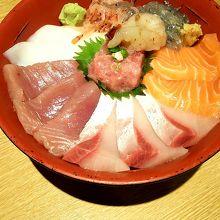 一番人気の海鮮丼です