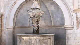 オノフリオの小噴水