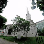 白亜のシンプルな教会 すばらしい