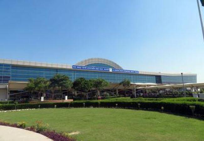 ラール バハードゥル シャーストリー空港 (VNS)