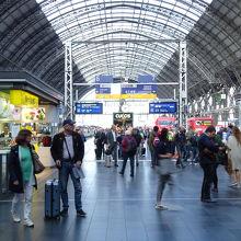 国際列車も発着する大きな駅です。