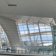 開放感があって明るく綺麗なターミナル