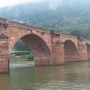 ネッカー川にかかる綺麗な橋