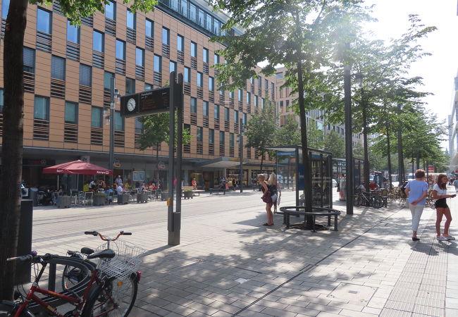 マンハイムのランドマーク給水塔のある広場