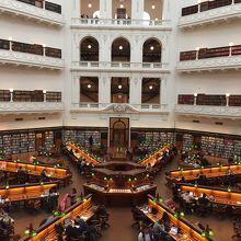 綺麗な図書館