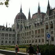 世界一美しい国会議事堂です