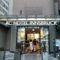 インスブルック空港からバスで15分ほど。観光スポットにも近いホテルです。