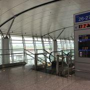 ベトナム経由で第三国行きベトナム再入国はくれぐれも注意、もし空港泊なら27番ゲートそばがいい