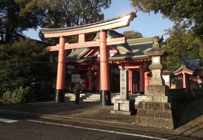 住宅地の中にある宮崎の八幡さま