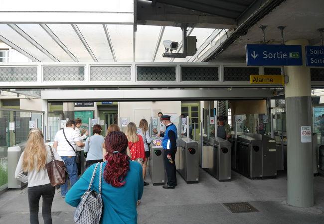 ヴェルサイユ リヴ ドロワ駅