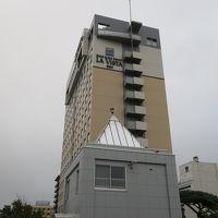 幣舞橋から望むホテル外観
