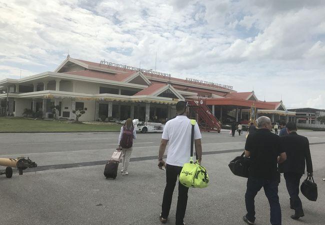 ナコンシータマラート空港 (NST)