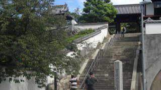 すごく大きなお寺です。