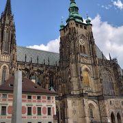 プラハ城のメイン施設