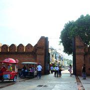 チェンマイ旧市街のランドマーク的存在