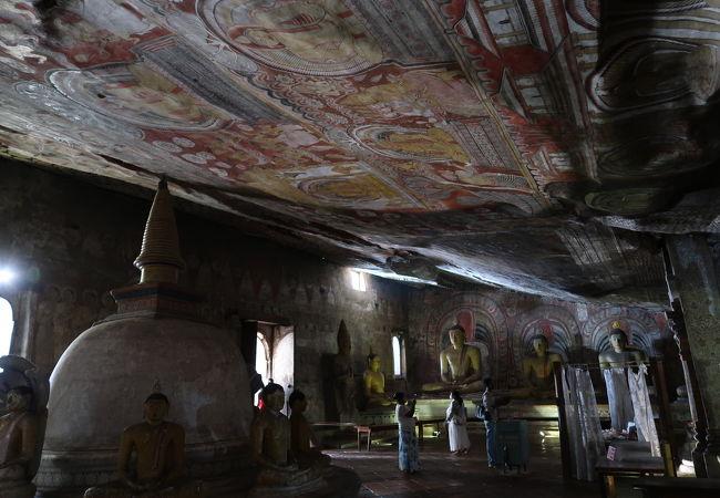 山の上にある寺院