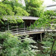 屋根のある珍しい橋